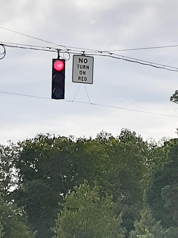 赤信号で曲がるな