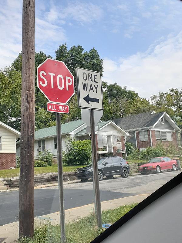 止まれ・一方通行